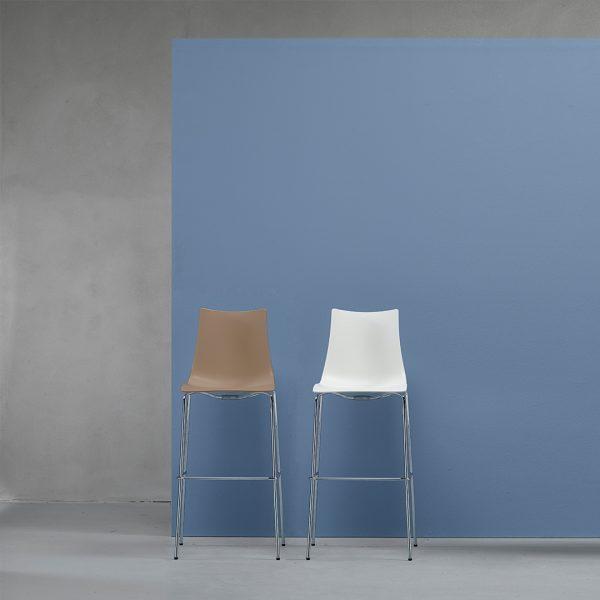 Banco alto Zebra de Labenze, Banco italiano de SCAB Design, diseñado por Luisa Battaglia, banco alto para bar, banco alto para cocina, mobiliario para cocina, mobiliario para bar, muebles para proyectos comerciales y residenciales