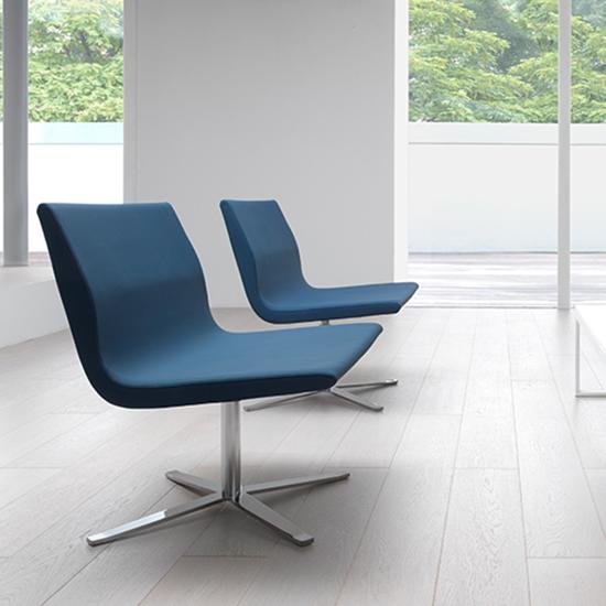 Sillón Camila de Labenze, sillón tapizado, sillones italianos, muebles italianos, sillones para casa, muebles finos para casa, sillones para áreas de espera.